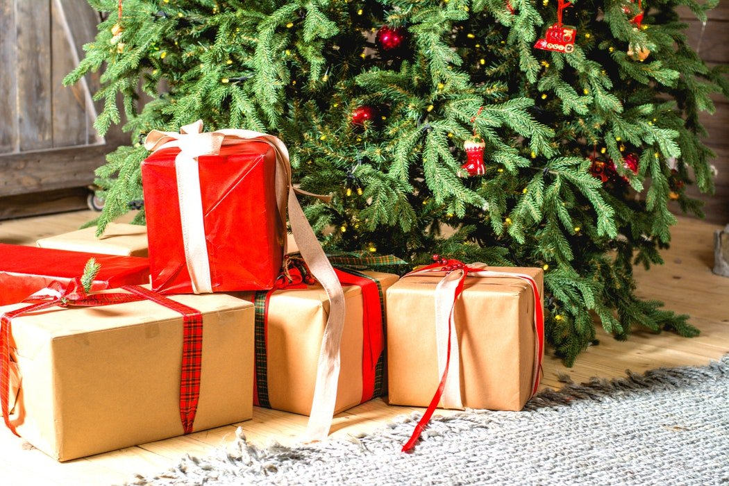 Christmas Gifts From the Heart: Astrological Gift Guide + How To Be the Present